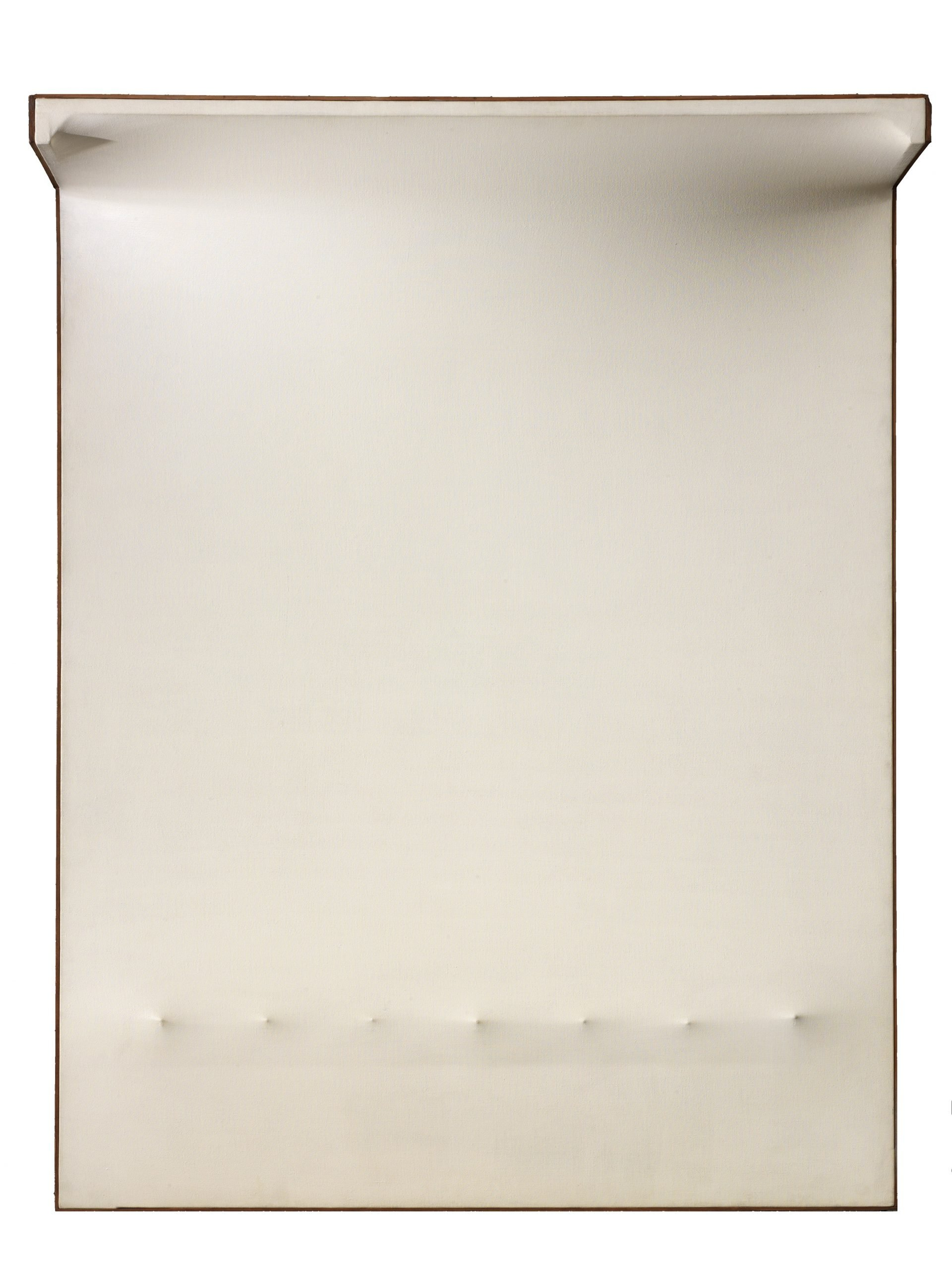 Enrico Castellani,  Superficie bianca n°5, 1964 tempera sur toile exoflexe 146 x 114 x 30 cm
