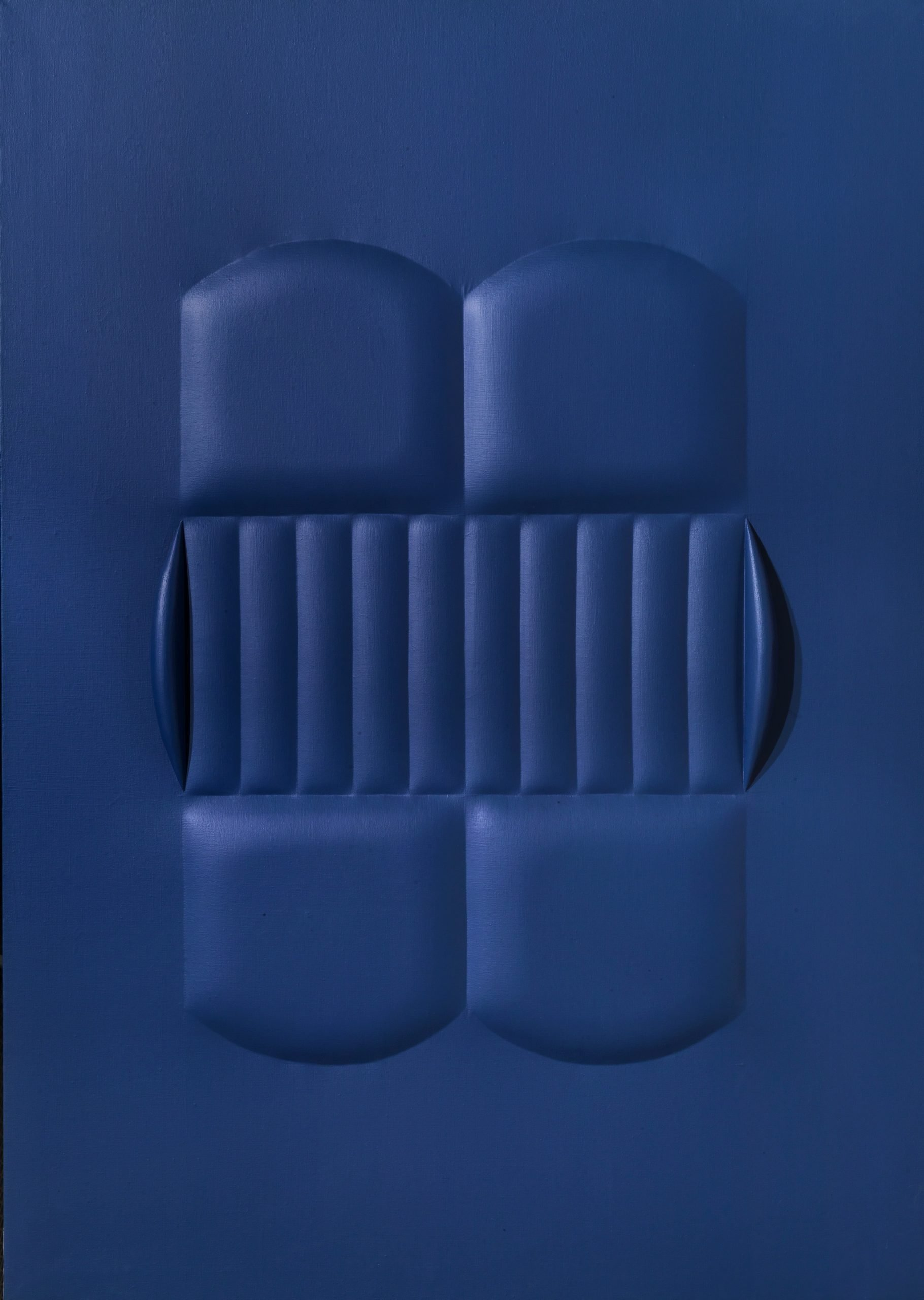 Agostino Bonalumi, Blu, 1964, vinyl-based tempera on shaped canvas, 140x100 cm