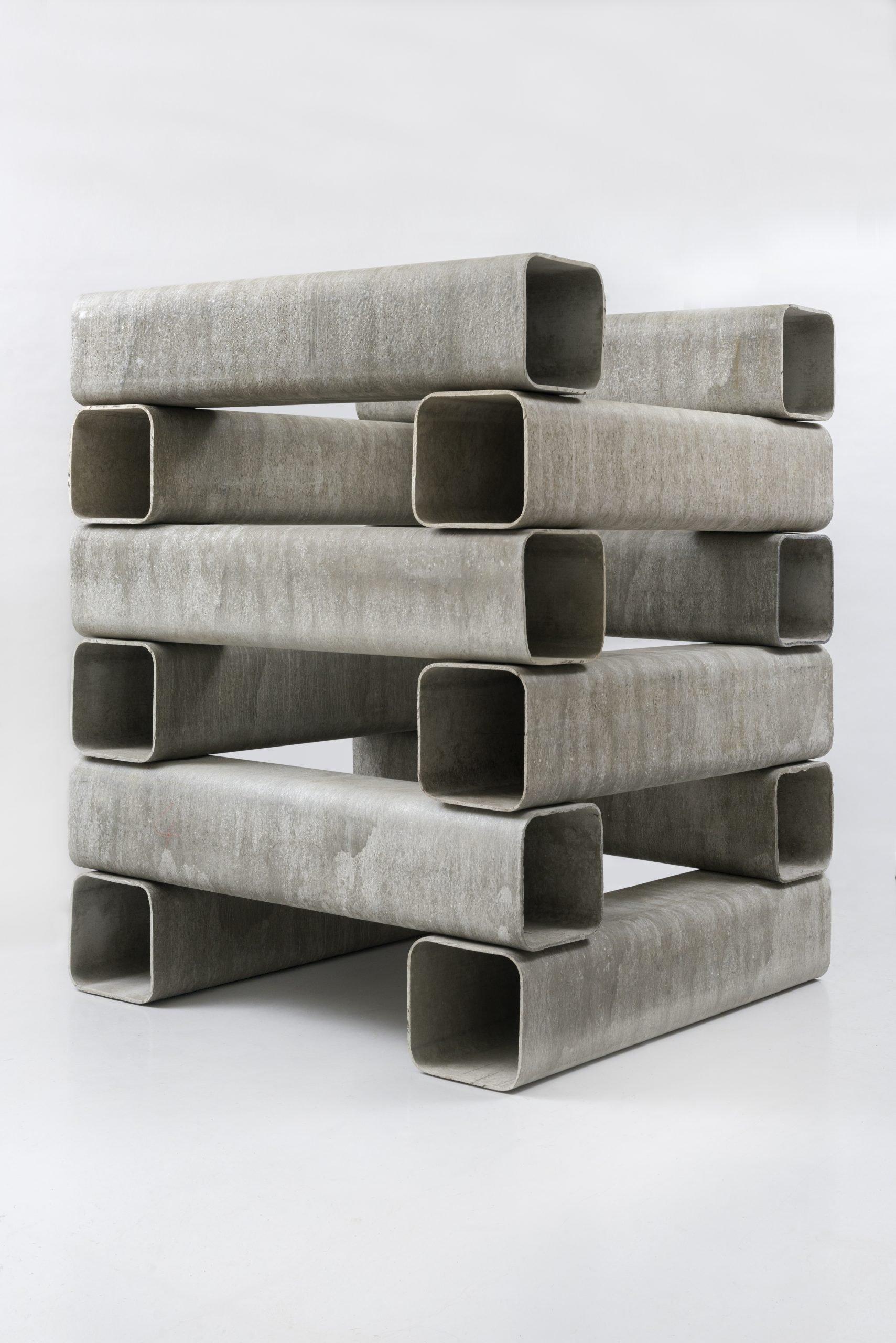 Alighero Boetti, Catasta, 1992 (1967), 12 éléments en Eternit, 187x150x150 cm