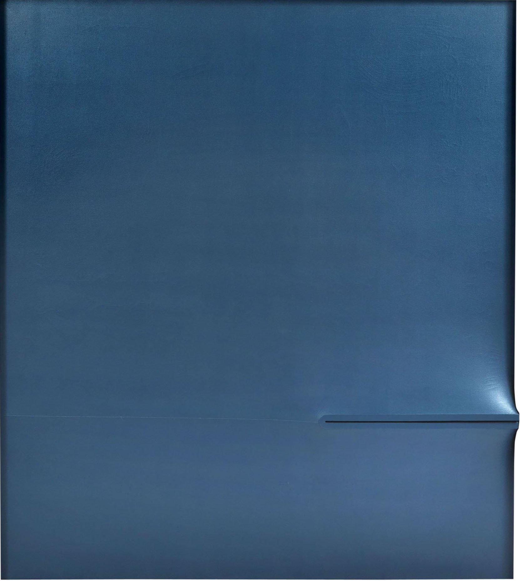 Agostino Bonalumi, Blu, 1972, tempera a base di vinile su tela sagomata, 180x160 cm