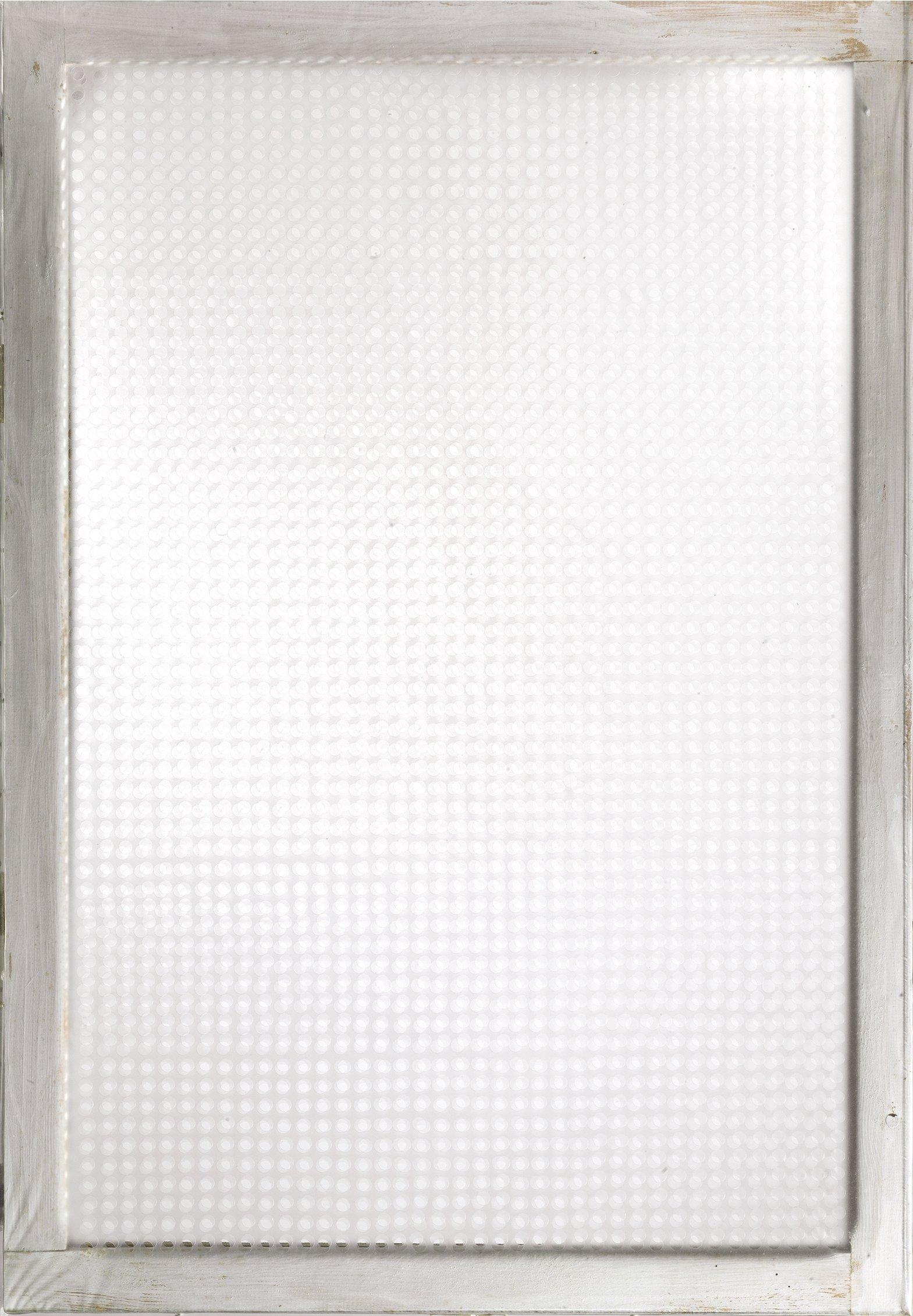 Dadamaino, Volume a moduli sfasati, 1960, plastica perforata su telaio, 100x70 cm