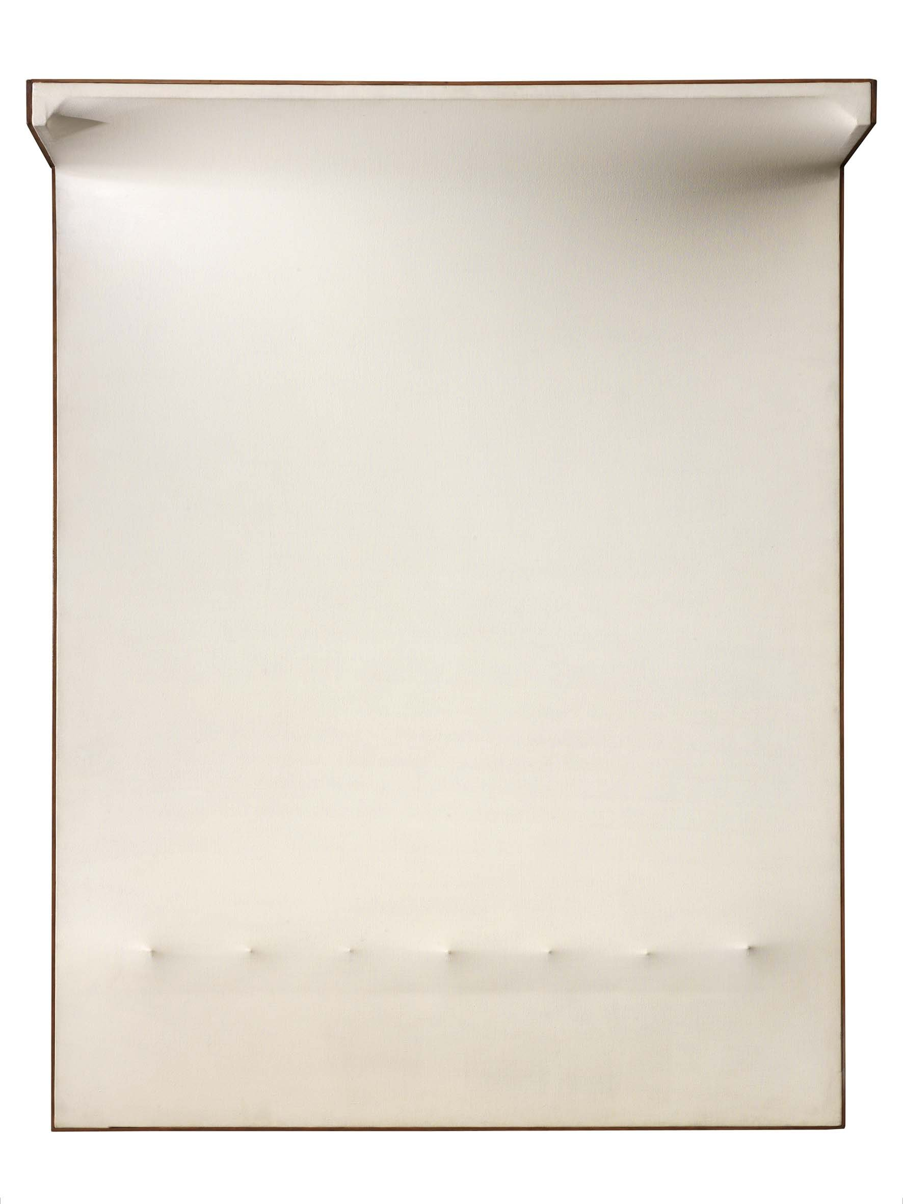 Enrico Castellani, Superficie bianca n°5, 1964, acrilico su tela estroflessa, 146x114x30 cm